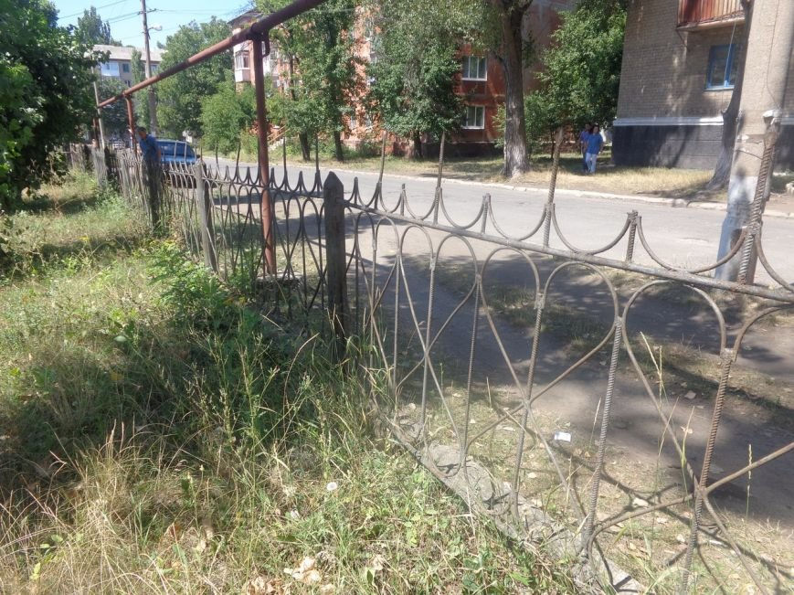 Красноармейской ЦРБ в первую очередь нужен … забор?, фото-1
