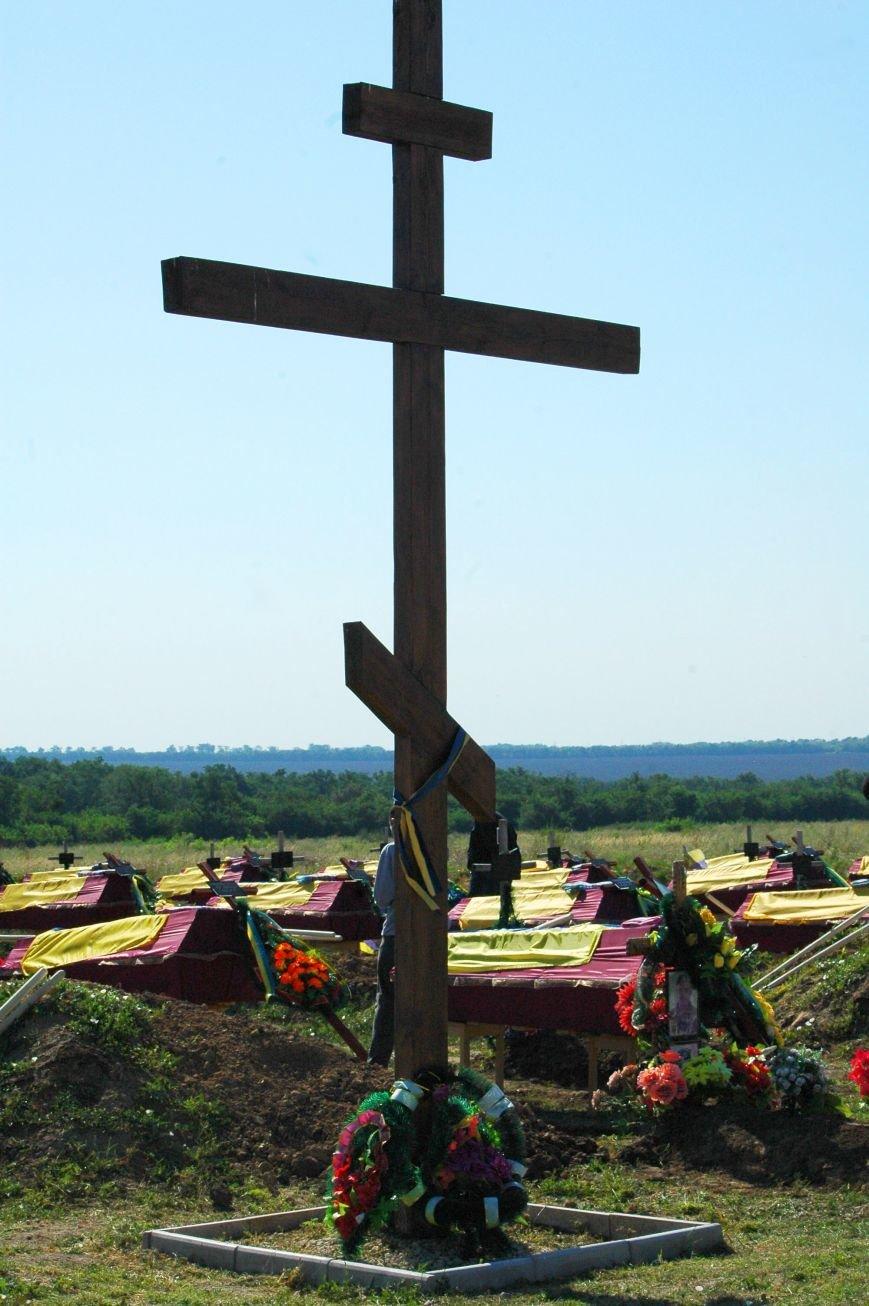 Под Запорожьем неопознанных солдат похоронили через год после гибели (ФОТОРЕПОРТАЖ), фото-7