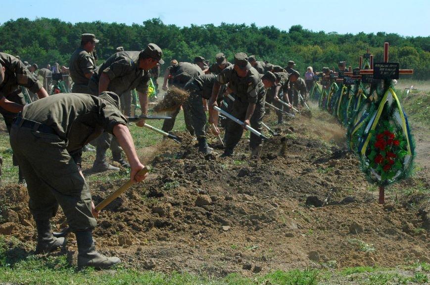 Под Запорожьем неопознанных солдат похоронили через год после гибели (ФОТОРЕПОРТАЖ), фото-28