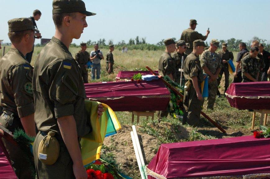Под Запорожьем неопознанных солдат похоронили через год после гибели (ФОТОРЕПОРТАЖ), фото-23