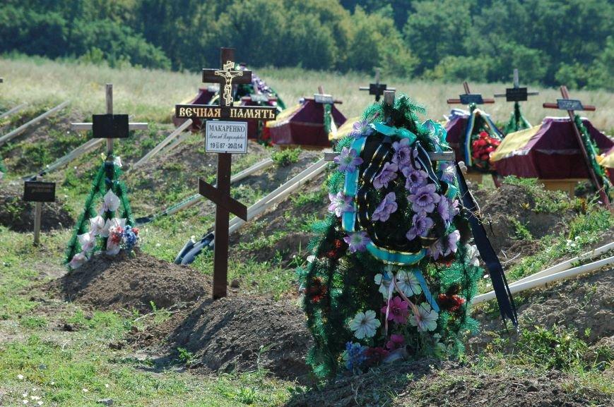 Под Запорожьем неопознанных солдат похоронили через год после гибели (ФОТОРЕПОРТАЖ), фото-6