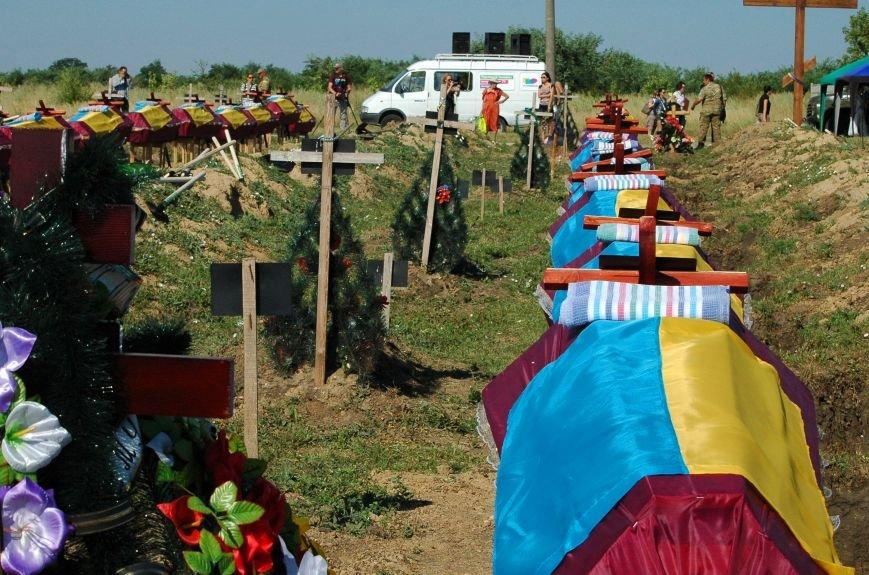 Под Запорожьем неопознанных солдат похоронили через год после гибели (ФОТОРЕПОРТАЖ), фото-5