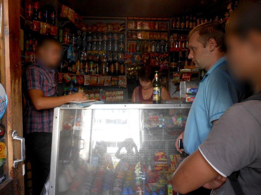 В Днепродзержинске устроили облаву на магазины, которые продают детям алкоголь и сигареты (фото) - фото 2