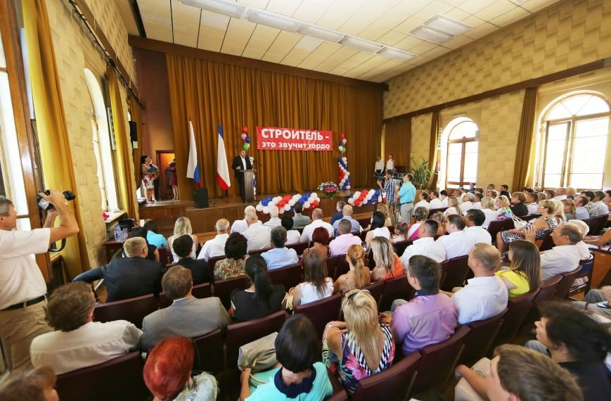 Аксенов поблагодарил крымских строителей и назвал их лучшими в России (ФОТО) (фото) - фото 2