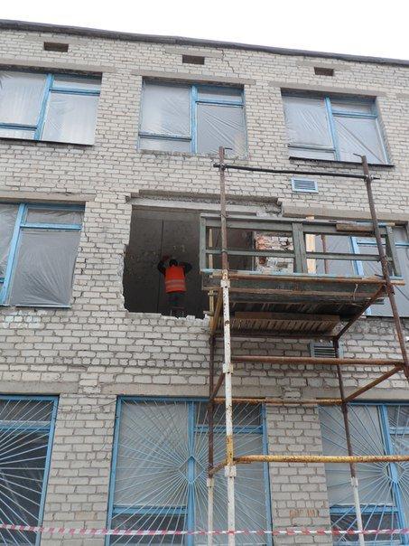 Авдеевский коксохим направил более 200 тыс. грн на восстановление школы № 2 (фото) - фото 1