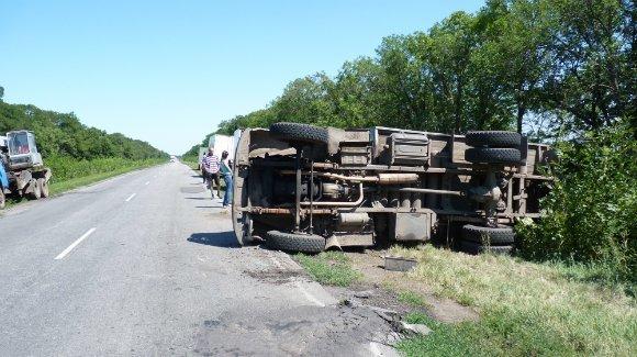 В Александрии перевернулся грузовик. ФОТО (фото) - фото 1