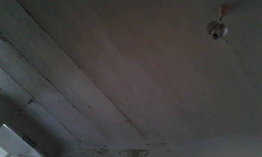 Криворожане шокированы детским отделением инфекционной больницы: осыпавшиеся стены и ямы  на полу (ФОТО) (фото) - фото 4