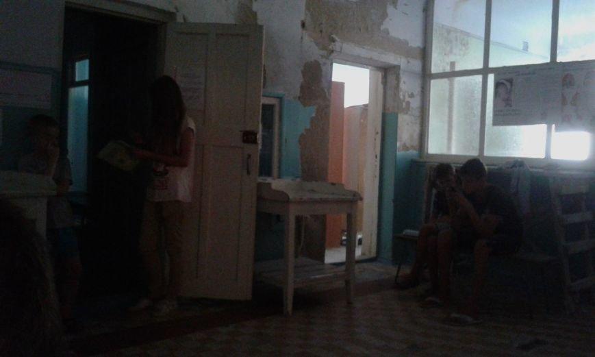 Криворожане шокированы детским отделением инфекционной больницы: осыпавшиеся стены и ямы  на полу (ФОТО), фото-7