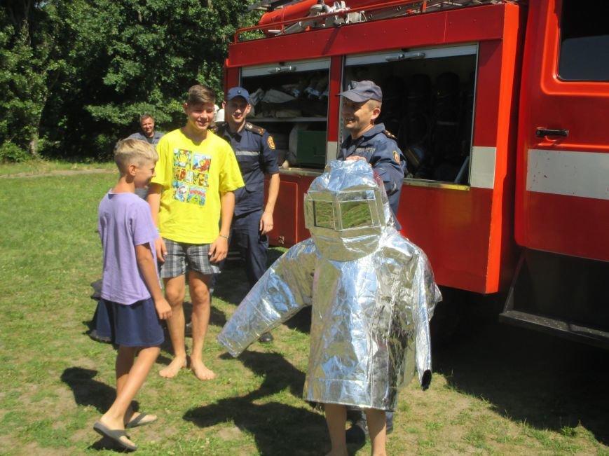 Кременчугские пожарные учили детей, отдыхающих в «Звёздном» и «Энергетике», тушить пожар (ФОТО), фото-3