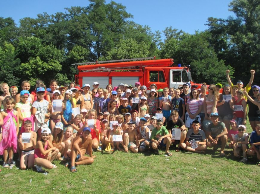 Кременчугские пожарные учили детей, отдыхающих в «Звёздном» и «Энергетике», тушить пожар (ФОТО), фото-5