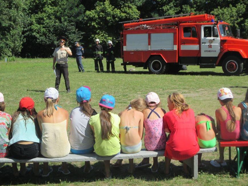 Кременчугские пожарные учили детей, отдыхающих в «Звёздном» и «Энергетике», тушить пожар (ФОТО), фото-1