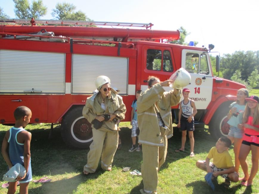 Кременчугские пожарные учили детей, отдыхающих в «Звёздном» и «Энергетике», тушить пожар (ФОТО), фото-6