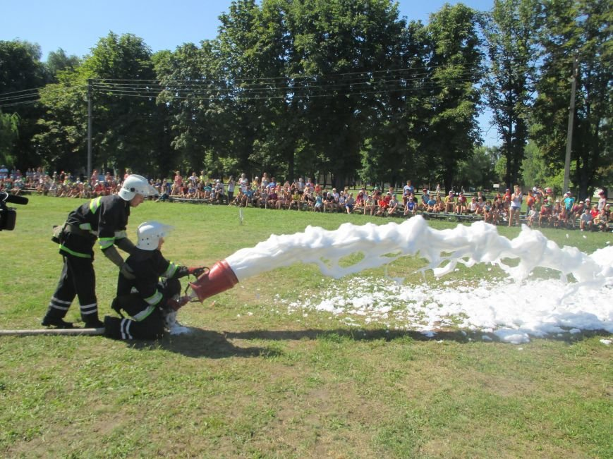 Кременчугские пожарные учили детей, отдыхающих в «Звёздном» и «Энергетике», тушить пожар (ФОТО), фото-8