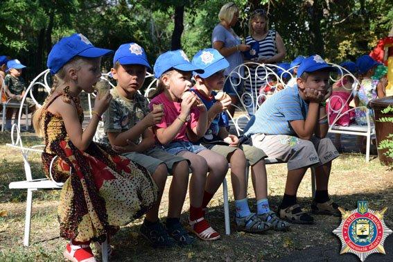 В Мариуполе милиционеры накормили детей мороженым (ФОТО) (фото) - фото 4