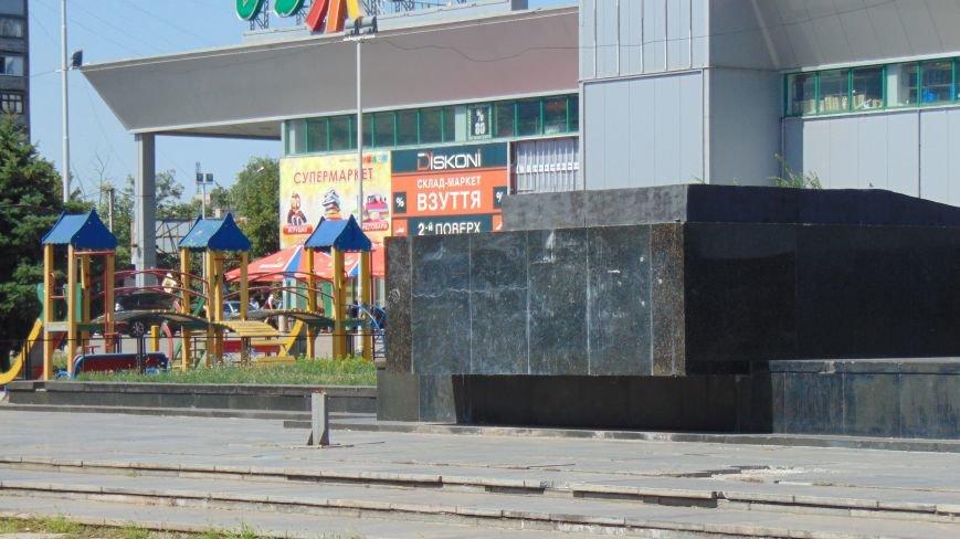 В Мариуполе четыре молодых человека вступили в борьбу с христианским символом (ФОТОФАКТ) (фото) - фото 1