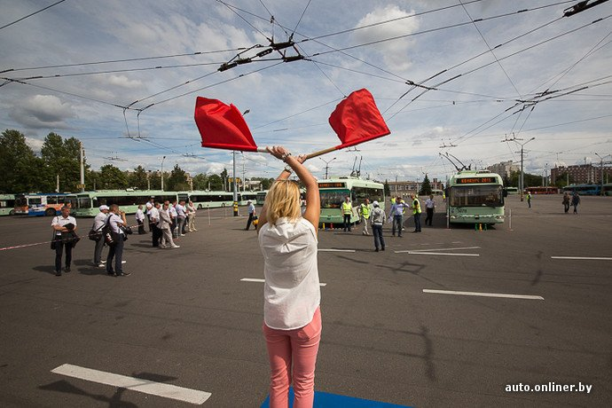 Гродненские водители победили на республиканских соревнованиях троллейбусов в Минске (фото) - фото 4