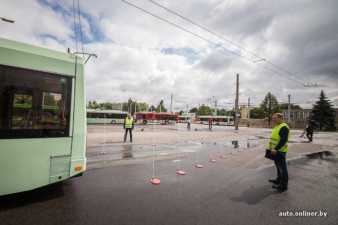Гродненские водители победили на республиканских соревнованиях троллейбусов в Минске (фото) - фото 15