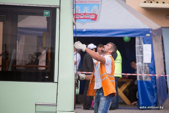 Гродненские водители победили на республиканских соревнованиях троллейбусов в Минске (фото) - фото 13
