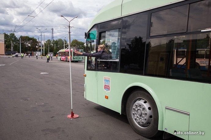 Гродненские водители победили на республиканских соревнованиях троллейбусов в Минске (фото) - фото 3