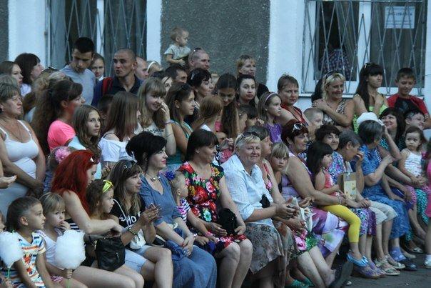 В Макеевке открыли памятник Александру Ханжонкову (фото) - фото 1