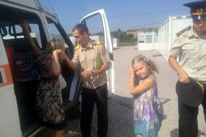 На Днепропетровщине спасатели помогли семье с Луганщины обустроиться в модульном городке (фото) - фото 2