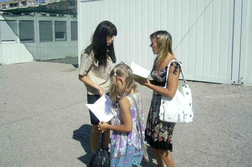 На Днепропетровщине спасатели помогли семье с Луганщины обустроиться в модульном городке (фото) - фото 1