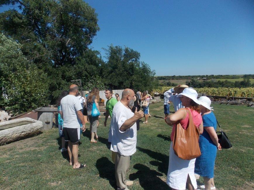 Участники бердянского семинара по прикладному искусству посетили «Сільське подвір'я» в Благовещенке (фото) - фото 1