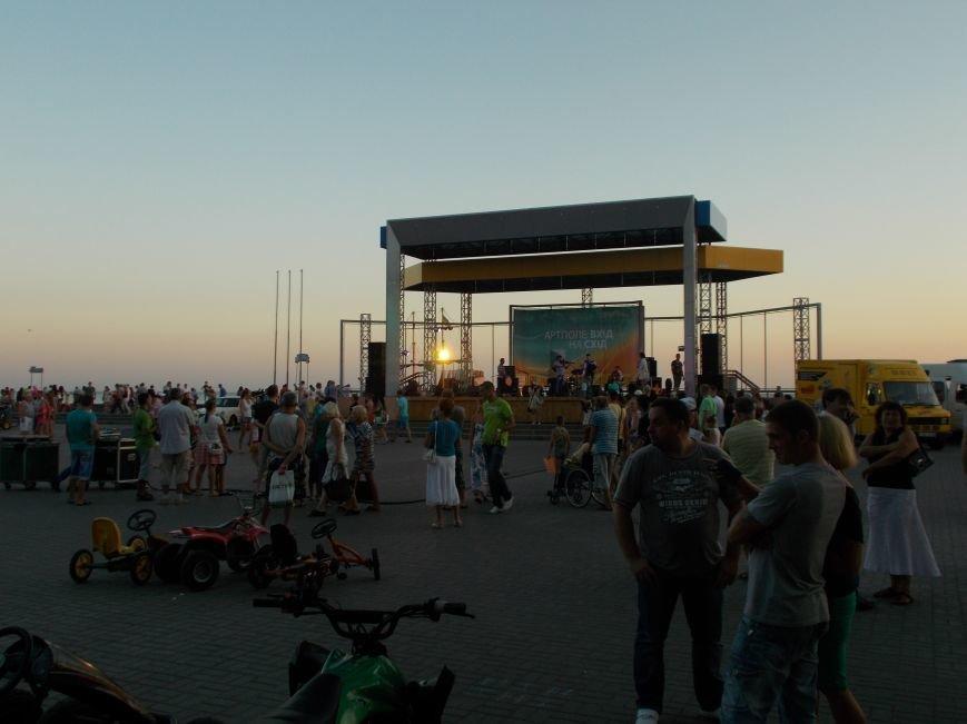 В Бердянске прошел концерт в рамках проекта «ВХІДнаСХІД» (фото) - фото 6