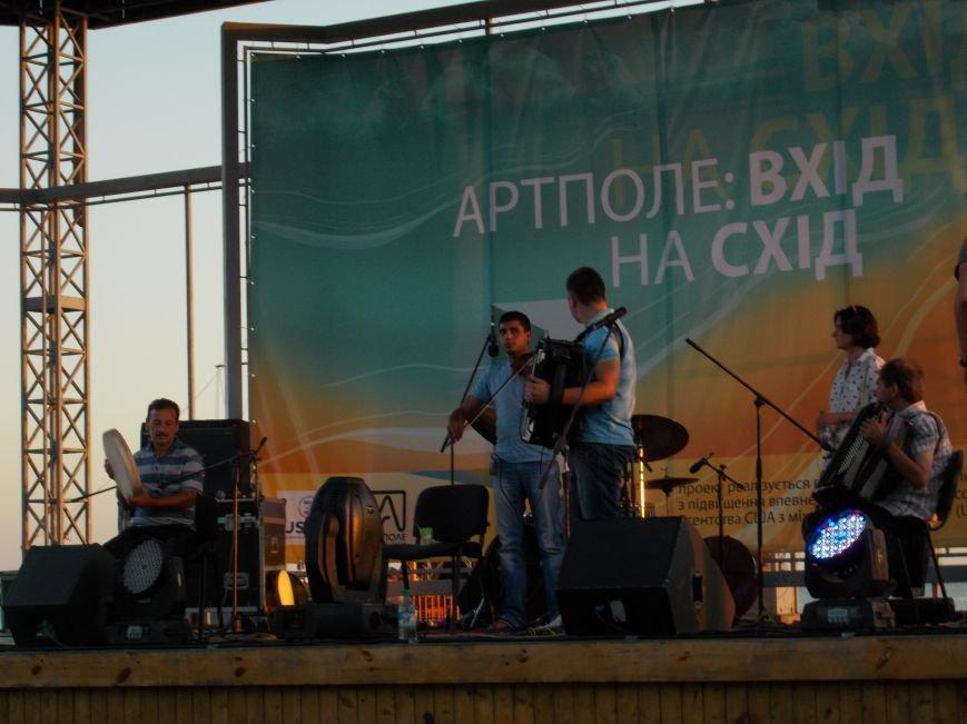 В Бердянске прошел концерт в рамках проекта «ВХІДнаСХІД» (фото) - фото 1