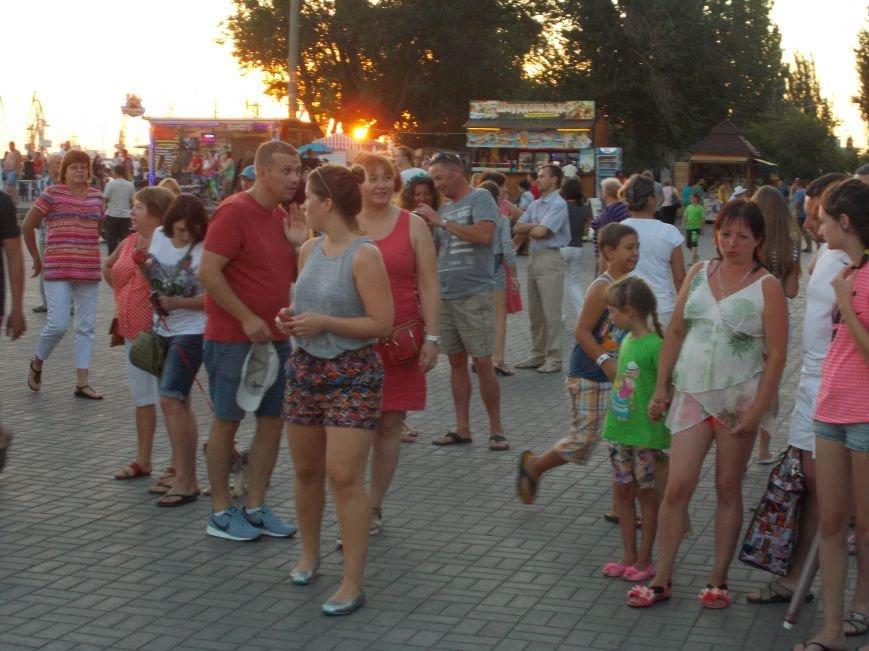 В Бердянске прошел концерт в рамках проекта «ВХІДнаСХІД» (фото) - фото 2