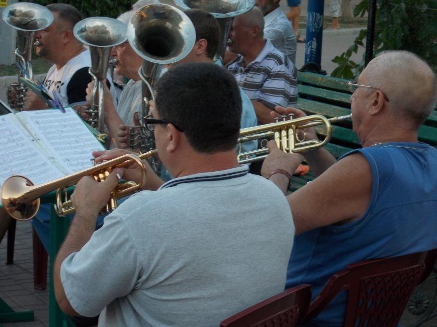 В Бердянске прошел традиционный концерт народного духового оркестра (фото) - фото 4