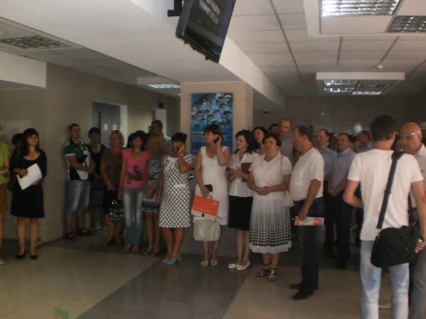 Все справки работники «АрселорМиттал Кривой Рог» смогут получать в «Едином окне» (фото) - фото 1