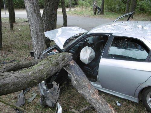 Разыскиваемый водитель «Альфа Ромео» покатал друзей на капоте: один погиб, второй тяжело ранен (фото) - фото 1