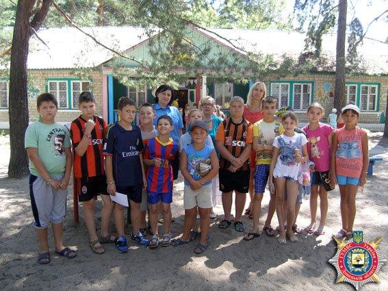 Славянские милиционеры провели творческое занятие в детском лагере Святогорска. ФОТО (фото) - фото 1