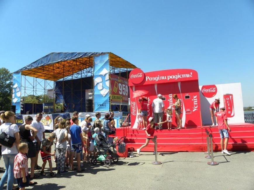 У Івано-Франківську з'явилися автомати, де можна безкоштовно поласувати кока-колою (Фото) (фото) - фото 1