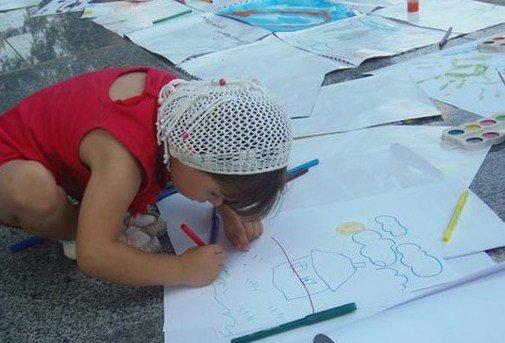 «Строим светлое будущее!» Макеевчане нарисовали свои мечты (фото) - фото 1