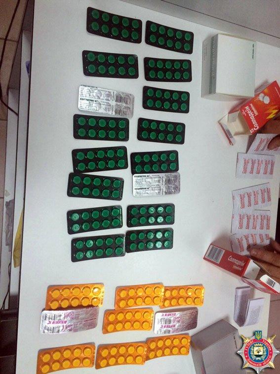 Милиция под Мариуполем изъяла  более 300 доз наркосодержащих лекарств, которые отпускались без рецепта (фото) - фото 2