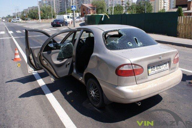 У Вінниці розстріляли автомобіль. Двоє чоловіків у лікарні (Фото+Відео), фото-1