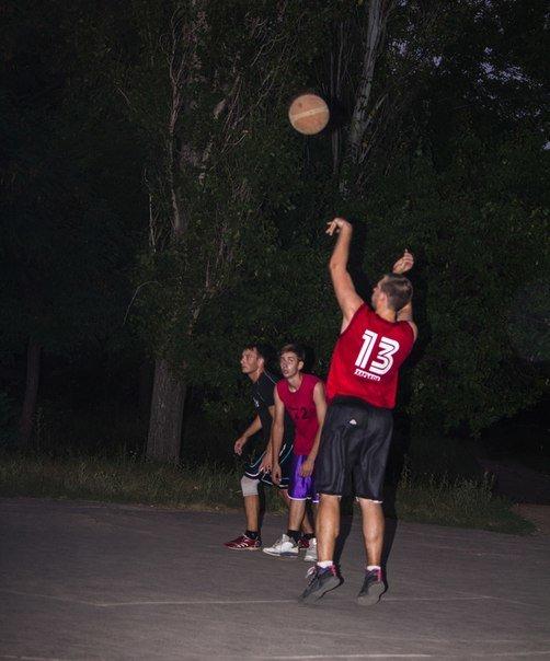 В Артемовске прошел ночной турнир по стритболу «Night CUP»! (фото) - фото 1