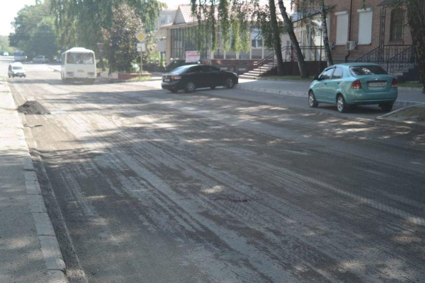 В центрі Черкас почали ремонтувати дорогу (ФОТО) (фото) - фото 2