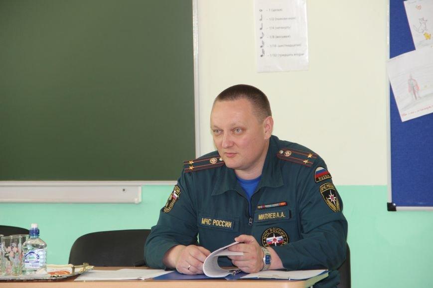 МЧС ТиНАО  проверяет готовность школ к новому учебному году, фото-1