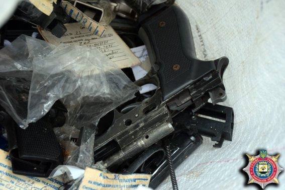 В Мариуполе из изъятого у населения оружия получили 800 килограммов металла (ФОТО) (фото) - фото 3