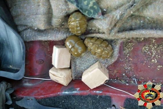 Усиленный досмотр. Под Мариуполем волонтеры стали все чаще провозить боеприпасы, фото-1