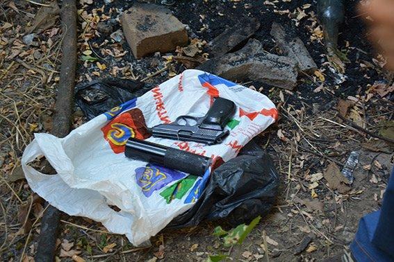 Стрелок, ранивший николаевского валютчика, показал место, где спрятал пистолет (ФОТО) (фото) - фото 2
