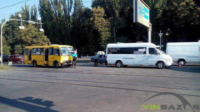На Хмельницькому шосе ДТП, зіштовхнулися дві маршрутки (Фото+Відео) (фото) - фото 1