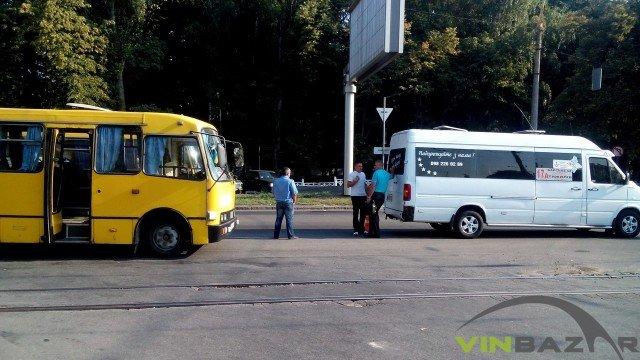 На Хмельницькому шосе ДТП, зіштовхнулися дві маршрутки (Фото+Відео) (фото) - фото 5