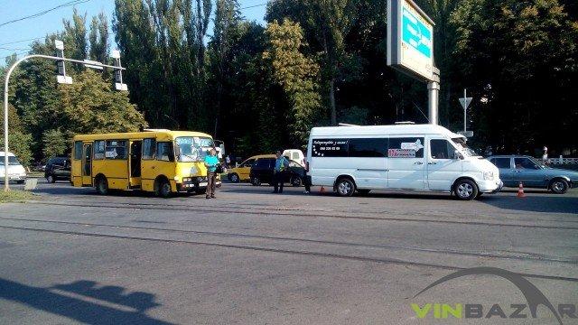 На Хмельницькому шосе ДТП, зіштовхнулися дві маршрутки (Фото+Відео) (фото) - фото 4