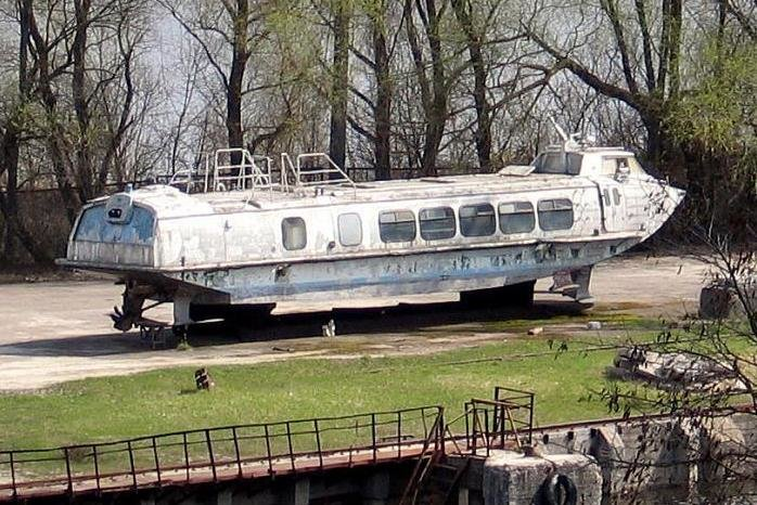 Ржавый катер из Чернигова теперь гоняет по Днепру и приносит деньги киевскому предпринимателю, фото-1