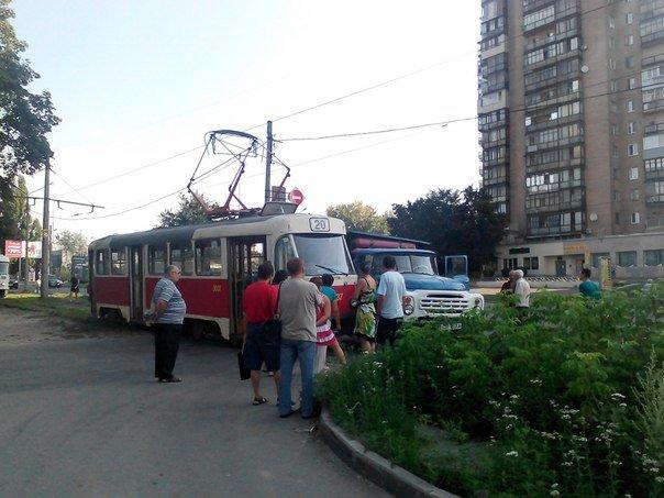 В Харькове грузовик протаранил трамвай (ФОТО), фото-3