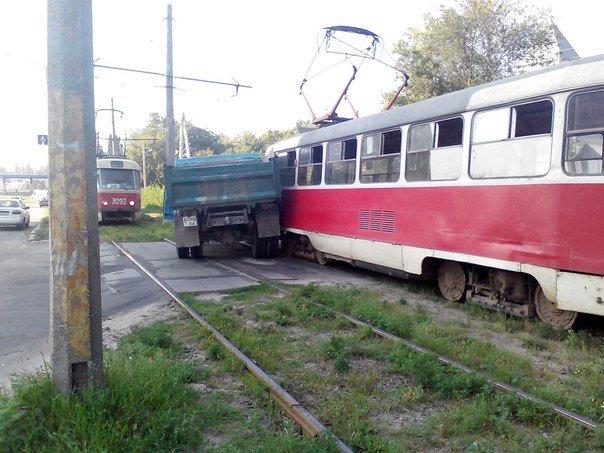 В Харькове грузовик протаранил трамвай (ФОТО), фото-2